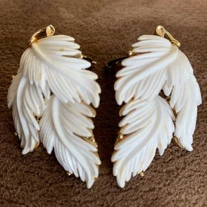 Vintage 50s Lisner Feather Leaf Clip On Earrings